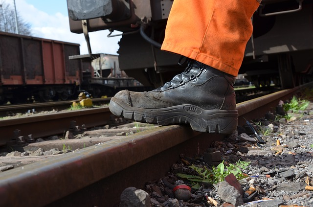 Safety Shoes Guide 2018 – Choosing the Right Footwear for Safety